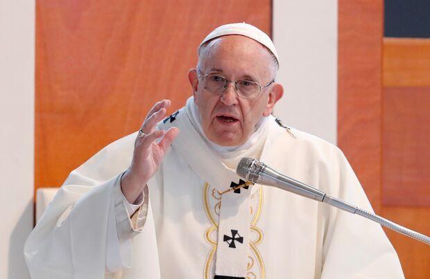 Ex-bispos chilenos são expulsos do sacerdócio