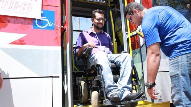 """Aplicativo """"Todos no Ônibus"""" facilitará o embarque de pessoas especiais"""