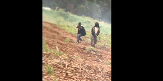 Vídeo: Índios armados e encapuzados ameaçam famílias em Dourados