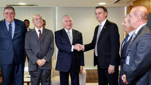 Bolsonaro é convidado por Temer para viagens internacionais