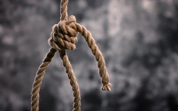 Jovem tenta suicídio em praça da capital
