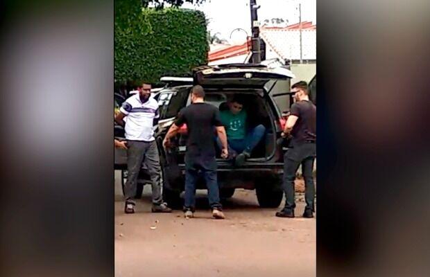 Vídeo - Tio do narcotraficante Jarvis Pavão é preso na fronteira