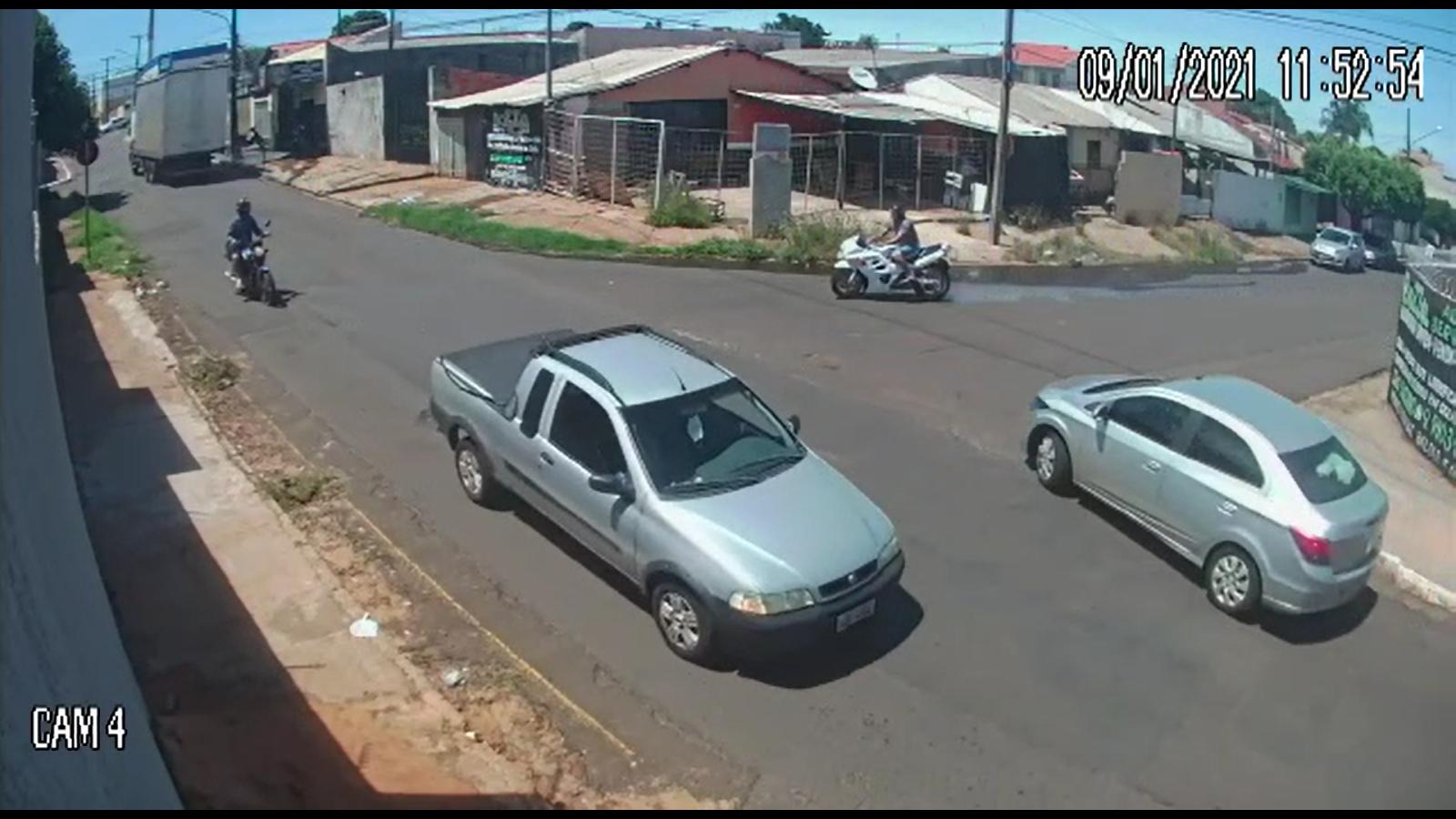 Vídeo: Motociclista morre ao colidir contra muro - JD1 Notícias